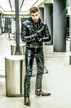 Men's Leather Jackets: How To Choose The One For You. A leather coat is a must for each guy's closet and is likewise an excellent method to express his individual design. Leather jackets never head out of styl Mens Leather Pants, Biker Leather, Leather Jackets, Revival Clothing, Stylish Jackets, Casual Jackets, Men In Uniform, Fashion Moda, Fashion Wear