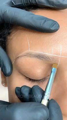 Eyebrow Makeup Tips, Permanent Makeup Eyebrows, Eye Makeup Brushes, Beauty Makeup, Beauty Bar, Mircoblading Eyebrows, Eyebrow Styles, Henna Brows, Dark Skin Makeup