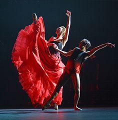 Zenaida Yanowsky and James Hay in Symphonic Dances. © Dave Morgan, courtesy the Royal Opera House. Best Dance, Royal Ballet, Tribal Fusion, Dance Pictures, Ballet Dance, Opera House, Dancer, Painting, Contemporary
