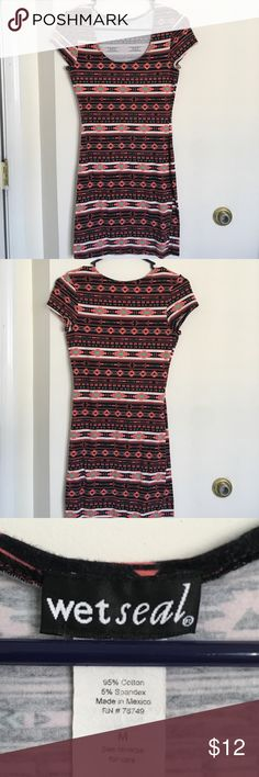 """Wet Seal Bodycon, tribal print dress. Size M. Wet Seal Bodycon dress. Size medium. Short sleeve. Lightly use. Multicolored. """"Tribal"""" pattern. Wet Seal Dresses Mini"""