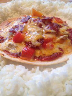 Pizza sur pain pita et riz a lorigan, epice italienne, ail et oignons