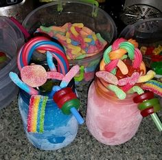 Discovered by PrettieGirlAsia. Find images and videos about candy, drinks and jar on We Heart It - the app to get lost in what you love. Candy Drinks, Fun Drinks, Pyjama-party Essen, Cute Food, Yummy Food, Comida Disney, Sleepover Food, Junk Food Snacks, Alcohol Drink Recipes