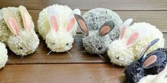 Diy pom pom easter bunny – easy & cheap party craft decor project for kid idea Crafts To Do, Diy Crafts For Kids, Projects For Kids, Craft Projects, Animal Projects, Craft Ideas, Pom Pom Animals, Easter Bunny Decorations, Easter Decor