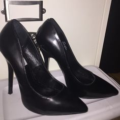 Black pumps Sexy, super hot! Black pumps Great deal it's new without box. Steve Madden Shoes Heels