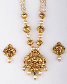 Pearl temple jewelery