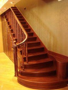 Лестница деревянная в частном доме