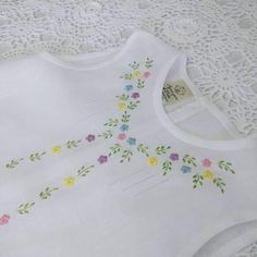 Baby Shirt Design, Baby Dress Design, Baby Design, Baby Afghan Crochet Patterns, Baby Cross Stitch Patterns, Baby Patterns, Kids Dress Wear, Dresses Kids Girl, Kids Outfits