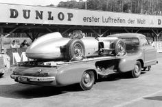 Testing on the Hockenheimring, Mercedes-Benz racing-car transporter with a W 196 R open-wheel Grand Prix car on its platform Mercedes 180, Classic Mercedes, Mercedes Benz Cars, Stirling, Grand Prix, Classic Race Cars, Classic Auto, Car Carrier, Car Trailer