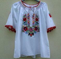 Ie model maghiar, cu flori, specific Ungaria