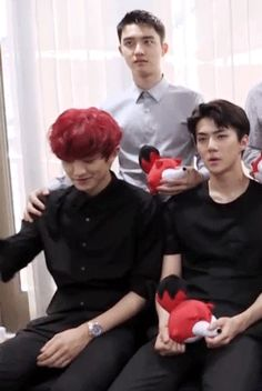 Poor chanyeol just trying to get away from d.os touch