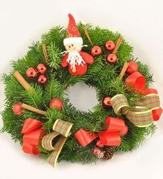 Doar pe www.123flori.ro Christmas Wreaths, Holiday Decor, Home Decor, Crown, Figurine, Christmas Swags, Decoration Home, Holiday Burlap Wreath, Interior Design