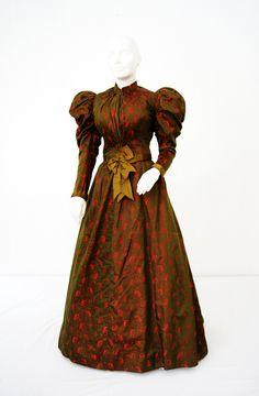 Day dress ca. 1895 From the Patrimonio Histórico Familiar