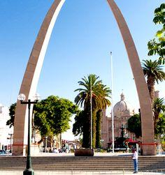 Arco parabólico de la ciudad de Tacna
