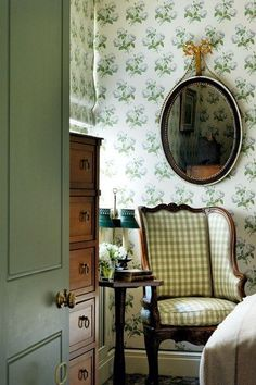 english country decor l english country house l english country style l english country decor English Country Style, French Country, Country Charm, English Country Decorating, English Country Houses, English Decor, Small Bedroom Designs, Small Bedrooms, French Bedrooms