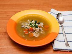 Výtečná polévka s hřejivými kroupami, výživným hráškem a křehkým kuřecím masem. Zachutná nejen v chladných podzimních a zimních dnech. Thai Red Curry, Ethnic Recipes, Food, Essen, Meals, Yemek, Eten