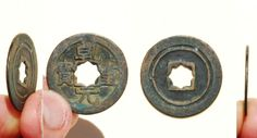 A large 'rosette' variety 'Qian Yuan Zhong Bao' (乾元重寶) cash coin, cast from 758-760 AD, by the Emperor Su Zong (肅宗) (756-762 AD) of the Tang Dynasty (618-690, and 705-907 AD). The obverse side features 'orthodox' script while the reverse side is plain, but features an double rim (or inner ring).   3xmm in size.   Similar to S-359.