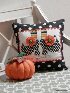 Wouldnt this pillow just be the perfect little touch of Halloween decorating your space? Whimsical polka dot cotton fabric with stripey socks add Halloween Sewing, Fall Sewing, Halloween Projects, Halloween Pillows, Halloween Quilts, Halloween Lanterns, Halloween Decorations, Fall Crafts, Holiday Crafts