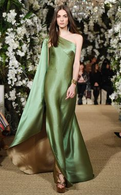 Ralph Lauren Ready-to-Wear Fall/Winter Fashion Show Satin Dresses, Elegant Dresses, Pretty Dresses, Sheath Dresses, Vestidos Fashion, Fashion Dresses, Beautiful Gowns, Beautiful Outfits, Couture Fashion