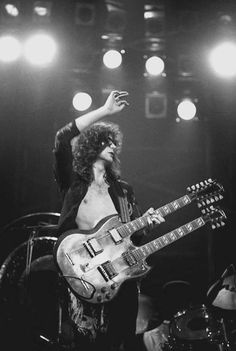 Led Zeppelin: Jimmy Page on stage