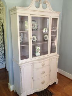 COlor for baby furniture- Paloma and Old White Chalk Paint® decorative paint by Annie Sloan transformed this beautiful china hutch Painting Furniture Diy, Furniture Makeover, Furniture Decor, Furniture, Distressed Furniture, Family Room Decorating, Dining Room Makeover, Annie Sloan Furniture, Home Decor Furniture