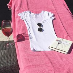 Who is beaching this weekend? 🍷☀️