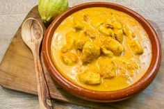 Coconut chicken (Cookeo): an easy dish recipe Pou+ Macaron Flavors, Macaron Recipe, Coco Curry, Low Fat Low Carb, Coconut Chicken, Snacks, Macarons, Food Dishes, Low Carb Recipes
