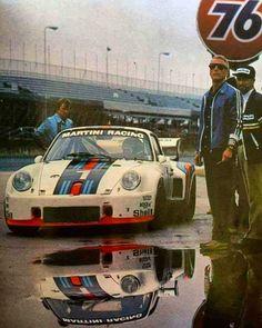 Paul Newman and Porsche racing Carros Porsche, Porsche Autos, Porsche Motorsport, Porsche 935, Porsche Cars, Porsche Classic, Classic Cars, Sports Car Racing, Sport Cars
