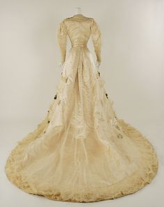 Wedding dress (image 3) | House of Worth | French | 1905 | silk, wax, cotton | Metropolitan Museum of Art | Accession Number: 1976.391.2a–d