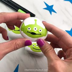 Alien Rock Painting Idea For Kids Transform your river rocks into these cute Alien's from Toy Story with this simple and easy tutorial. It's a great activity for kids to do over summer break! Plus, it's a simple Disney craft that comes with step by step Rock Painting Ideas Easy, Rock Painting Designs, Painting For Kids, Alien Painting, Disney Activities, Fun Activities For Kids, Kids Fun, Summer Crafts For Kids, Christmas Crafts For Kids