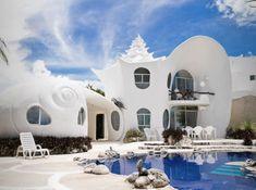 Beautiful places to rent. The world famous Seashell house is a gated property. About $300 per day. Owners/architects live next door. Восхитительные дома, которые можно арендовать. Всемирно известный дом Seashell. Около 18000р. в сутки