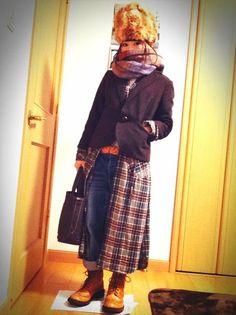 neat boots, good idea to use long maxi shirt dress