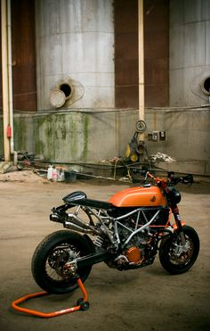 "KTM 950sm Cafe Racer ""Miss Hide"" modified by Manolo del Campo Escotet #motos #caferacer #motorcycles