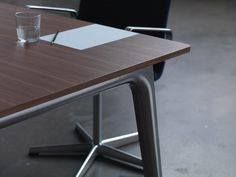 Pluralis meeting table. Fritz Hansen, design Kasper Salto