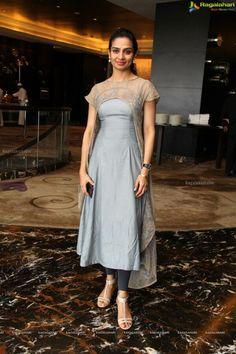 Aktuelle Mode Kleider Stil für Trendige Damen #Mode