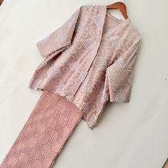 43 Ideas fashion girl simple dress patterns for 2019 Kebaya Lace, Batik Kebaya, Kebaya Dress, Batik Dress, Dress Lace, Kebaya Modern Hijab, Kebaya Hijab, Kebaya Muslim, Kebaya Brokat