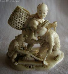 Ivory Okimono saikumono type of man, hare and tanuki.- Okimono collection of Oñate (Part II) Bone Crafts, Japanese Characters, Shell Art, Dose, Asian Art, Japanese Art, Sculpture Art, Samurai, Hand Carved