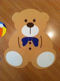 Urso feito em EVA para ser fixada na parede do quarto do bebê. Feito sob encomenda.