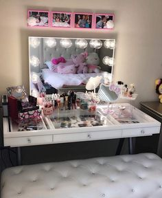 It's a Hello Kitty Haven! What an adorably fun vanity station from featuring our and Table top Makeup Vanity Storage, Diy Vanity, Vanity Set, Makeup Organization, Makeup Vanities, Vanity Ideas, Makeup Bar, Tocador Vanity, Rangement Makeup