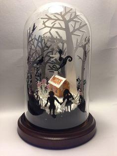 ヘンゼルとグレーテルの世界お封じ込めた作品。ガラスドームの中の物語なんてワクワクします。
