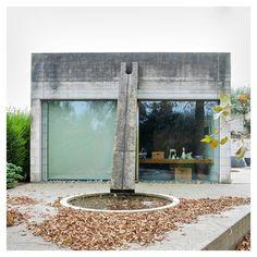 House Velghe-Vanderlinden, Belgium, by Juliaan Lampens Architecture Details, Modern Architecture, Exterior Design, Interior And Exterior, Deco Restaurant, Concrete Structure, Space Interiors, Built Environment, Brutalist