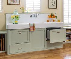 Vintage Kitchen Cabinets, Farmhouse Kitchen Cabinets, Cottage Kitchens, Old Kitchen, Kitchen Redo, Kitchen Styling, Kitchen Design, Kitchen Sinks, Kitchen Ideas