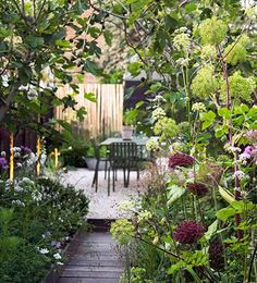 Beautiful best small back garden ideas only on this page Back Gardens, Small Gardens, Outdoor Gardens, Courtyard Gardens, Plans Architecture, Landscape Architecture, Coastal Gardens, Gravel Garden, Garden Landscape Design