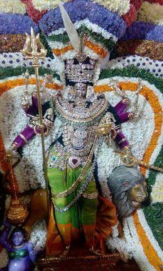 Chamundeshwari Shiva Songs, Vaishno Devi, Kali Mata, Durga Images, Divine Grace, Great King, Shiva Shakti, Goddess Lakshmi, God Pictures