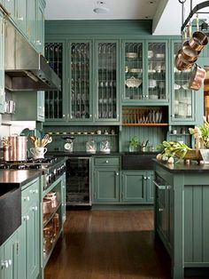 Tired of all white kitchens? Then this post is for you! Green kitchen cabinets are trending right now! Enjoy the inspiration of these Gorgeous Green Kitchen Cabinets.An all-white kitchen i Kitchen Decor, Kitchen Inspirations, New Kitchen, Dark Green Kitchen, Home Kitchens, Home, Kitchen Design, Kitchen Remodel, Home Decor