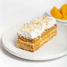 Die Napoleon-Torte ist eine sehr beliebte russische Torte und kinderleicht zu machen. In diesem Rezept wird einfach fertiger Blätterteig verwendet.