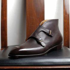 Bespoke plain vamp, double monk strap boot by Yohei Fukuda Der Gentleman, Gentleman Shoes, Sock Shoes, Shoe Boots, Men's Boots, Brown Boots, Suede Leather Shoes, Brown Leather, Leather Men