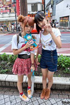 Harajuku street fashion | Cute Shibuya Girls & Sing-a-ma-jigs / I love the girl on the left's hair!