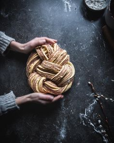 Food Recipes Homemade Cooking To improve your cooking skills, click below Food Photography Styling, Food Styling, Butter Bakery, Fotografie Workshop, Babka Recipe, Sweet Dough, Veg Dishes, Think Food, Cupcakes