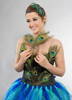 Nähfreies Last Minute Kostüm selbermachen: Als Pfau zu Fasching Diy Costumes, Halloween Costumes, Last Minute Kostüm, Girls Tunics, Diy Makeup, Dress Up, Hair Styles, Inspiration, Beauty