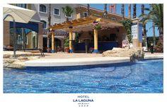 Nuestro chiringuito ofrece un ambiente acogedor en el área de piscina, ideal para un almuerzo en un ambiente familiar y distendido...